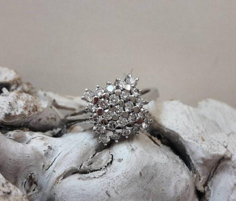 anello oro bianco quadrato