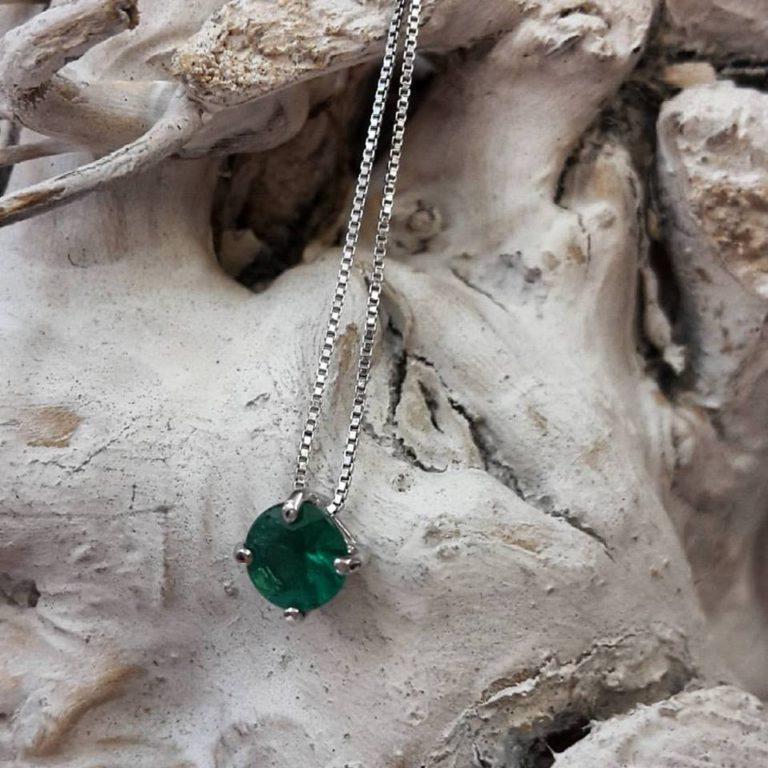 ciondolo con smeraldo naturale