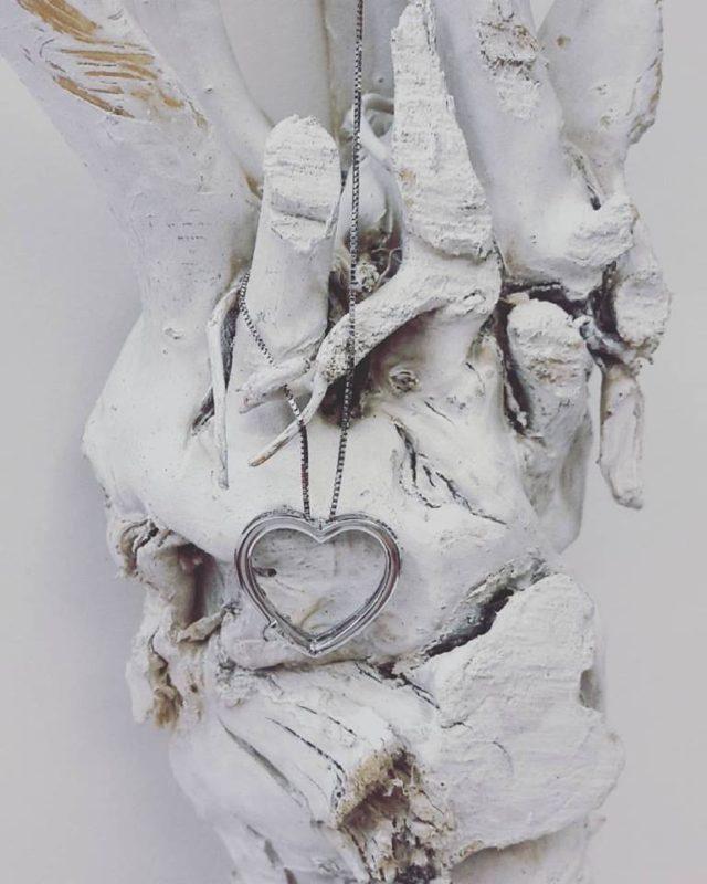 ciondolo cuore bucato oro bianco