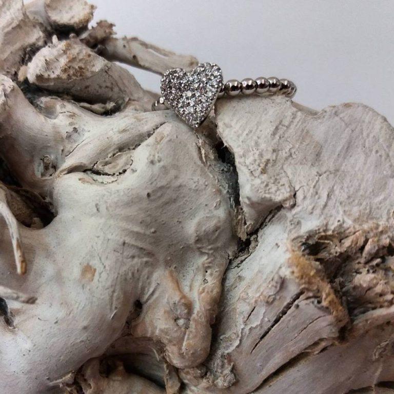 anello cuore oro bianco