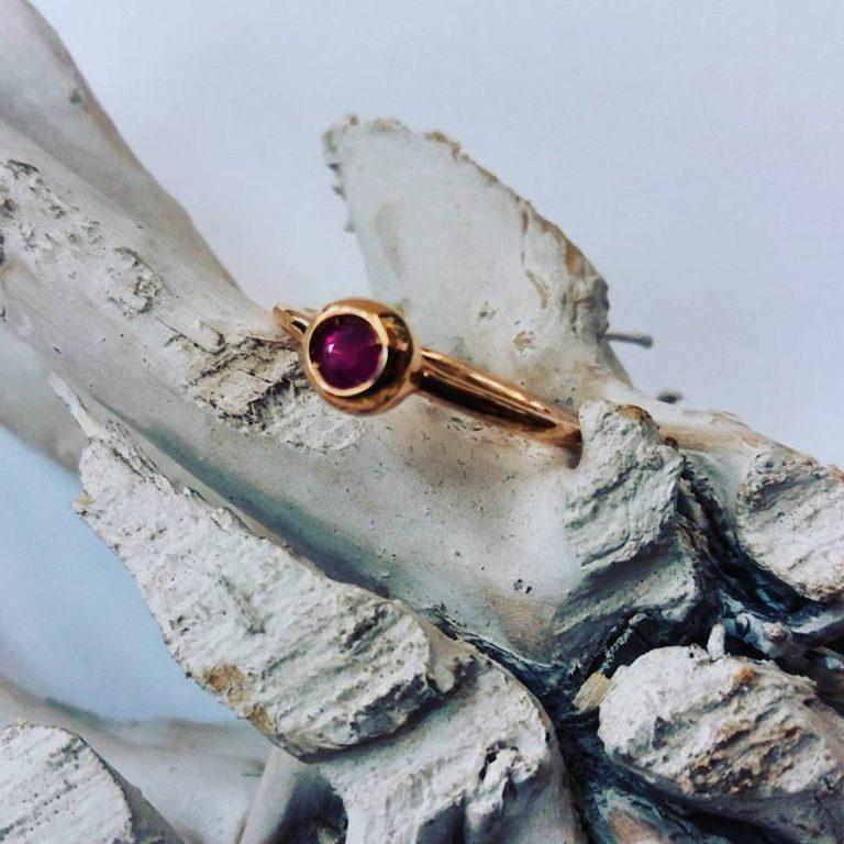 anello oro rosa rubino