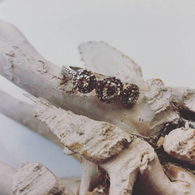 anello trilogy diamanti tondi